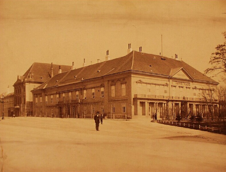 The building of Sándor palace, around 1890